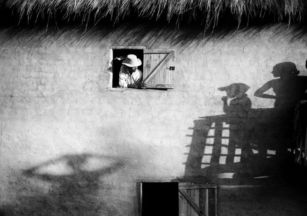 Série-Fenetres-Dialogue-au-balcon-Pierrot-Men-Galerie-21